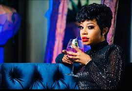 Kelly Khumalo ends romance with alcohol, fans tell her 'you're aging'