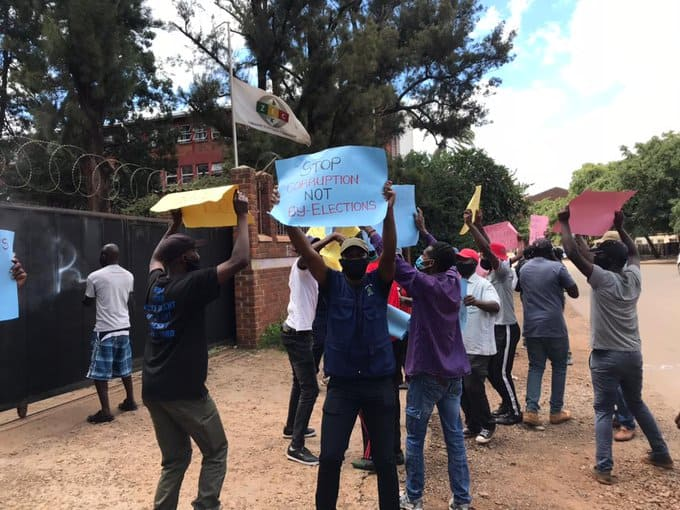 Flash demonstration at ZEC offices in Harare…PICTURES and VIDEOS..