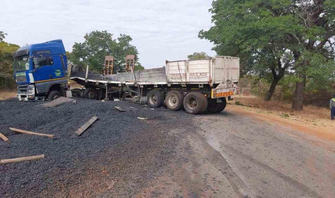 NEWS FLASH: Haulage truck blocks Bulawayo, Victoria Falls highway