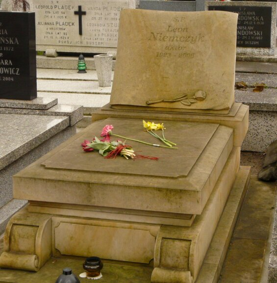 Znalezione obrazy dla zapytania: leon niemczyk grób