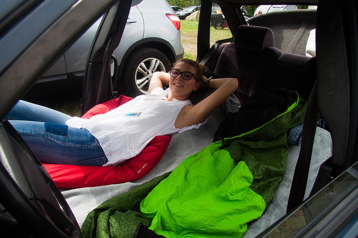 Nie chciało nam się rozkładać namiotu najedną noc, dlatego przerobiliśmy nasz samochód namini campera :)