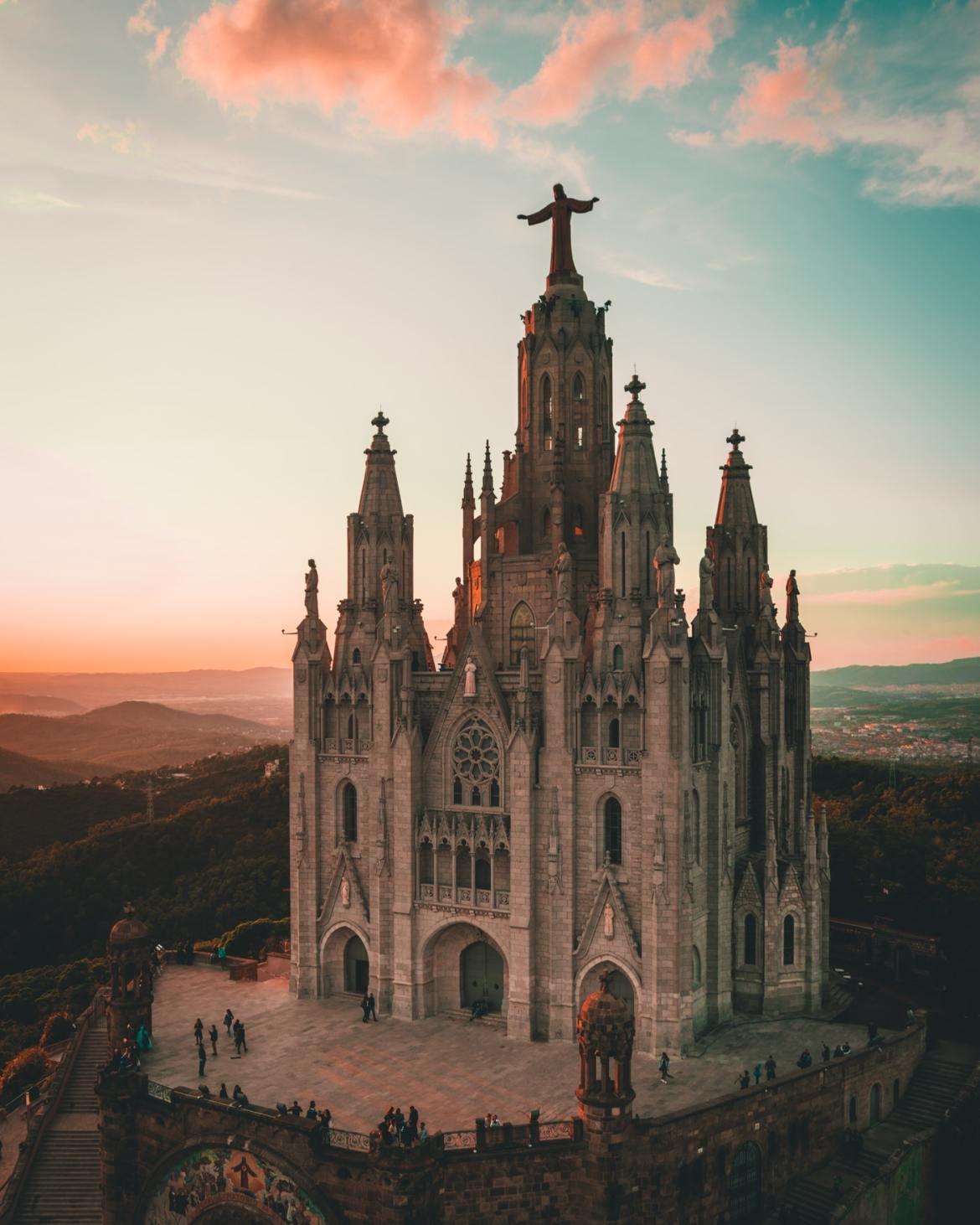 Tibidabo Kościół św. serca Jezusa Barcelona co zwiedzić i zobaczyc w barcelonie kościoły blog