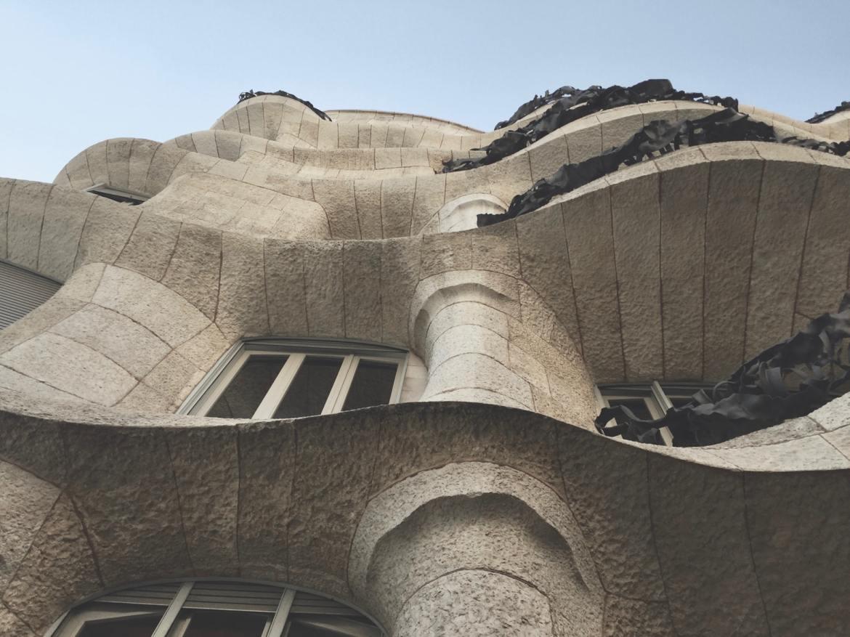 casa Mila Barcelona Gaudi Co zwiedzić w barcelonie i zobaczyć weekend kamienica