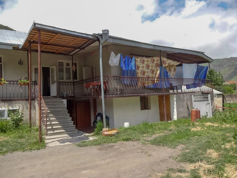 Nazi Guesthouse Kazbegi Gruzja Gdzie nocować Kazbeg Co zwiedzić i zobaczyć w Gruzji