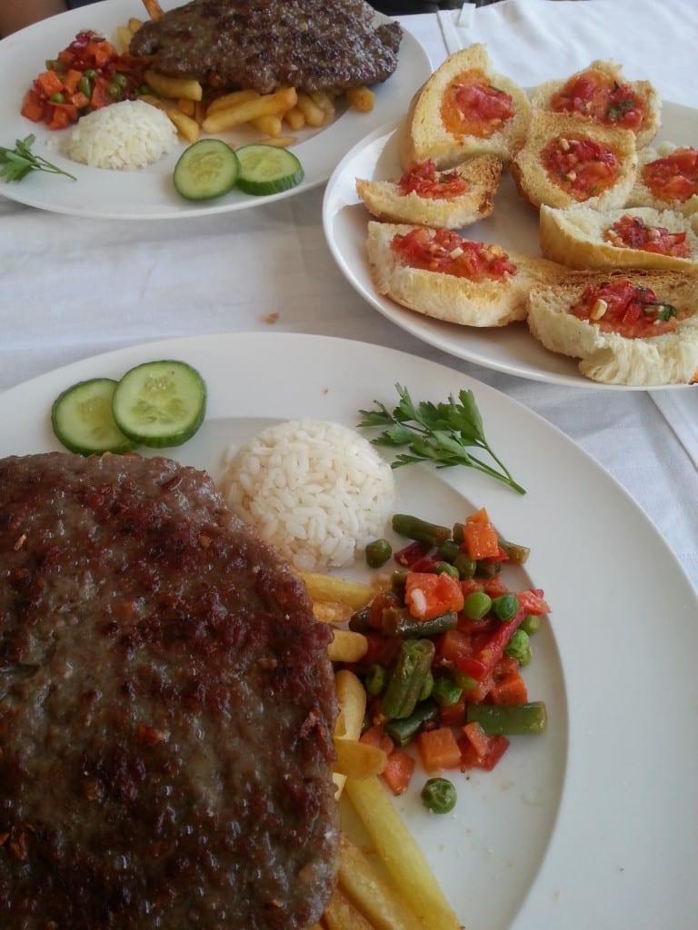 Pljeskavica - klasyczny obiad w Czarnogórze