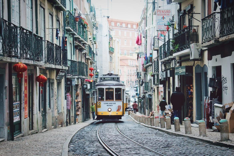 Lizbona tramwaje komunikacja co zwiedzić i zobaczyć w Lizbonie blog ulica