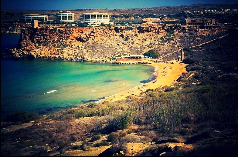 Panorama na Golden Bay, Malta