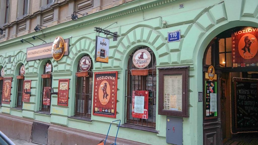U-Houdku-Praga-Restauracja-praga-gdzie-co-jeść-praga-na-weekend