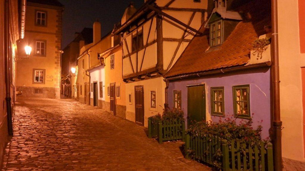 Złota uliczka Praga nocą co zwiedzić co zobaczyć w pradze weekend w pradze