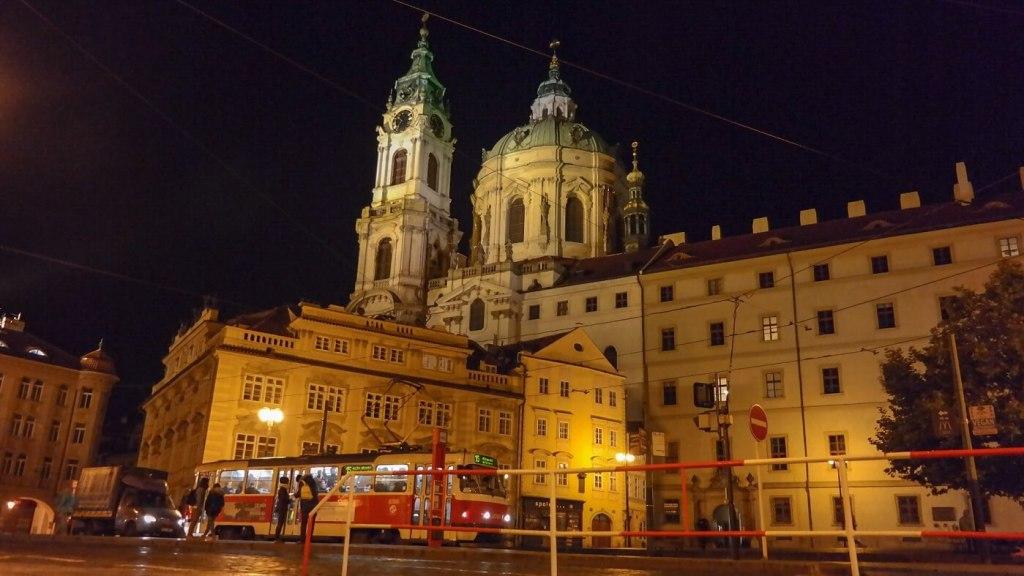 kościół św. Mikołaja Praga co zwiedzić i zobaczyć w pradze w weekend