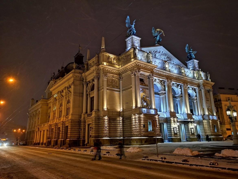 lwów-opera-co-zobaczyć-co-zwiedzić-we-Lwowie-lwów-zim