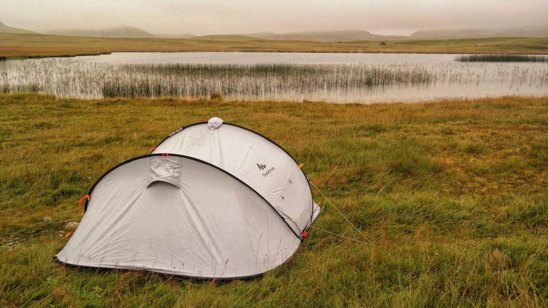 Czarnogóra namiot decathlon durmitor jezioro mgła