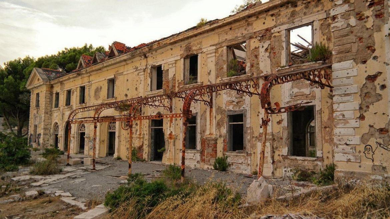 Kupari Chorwacja opuszczone hotele zatoka opuszczonych hoteli co zwiedzic w chorwacji