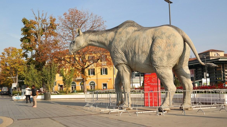 Dinozaur dworzec Bergamo Muzeum historii naturalnej