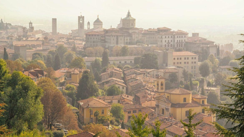 Panorama bergamo ze starego miasta