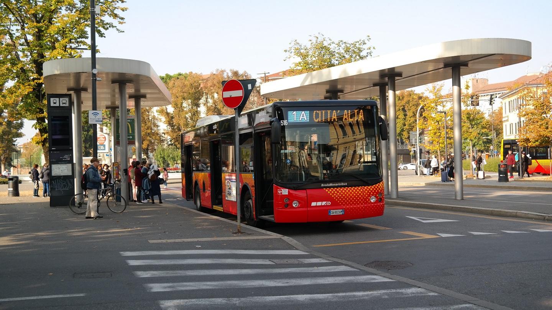 Przystanek autobusowy dworzec bergamo linia 1a