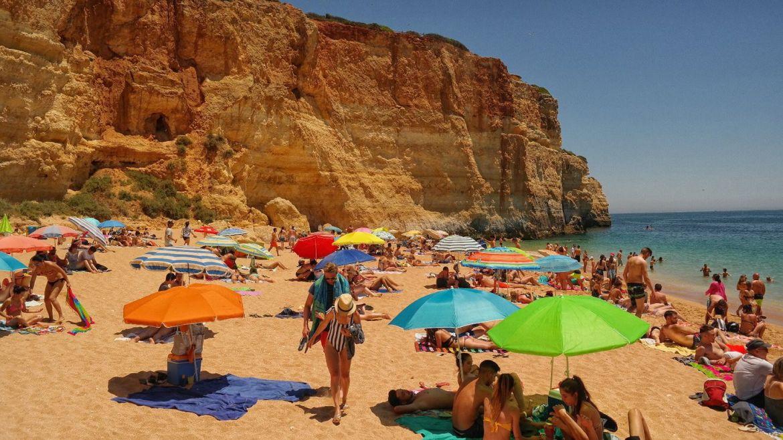 Benagil plaża Algarve zachodnie Portugalia skały