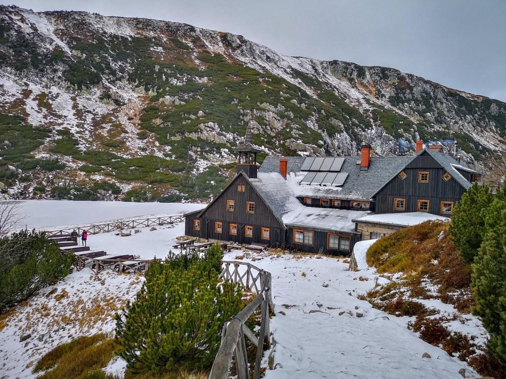 schronisko samotnia karkonosze góry zima weekend co zobaczyć nocleg