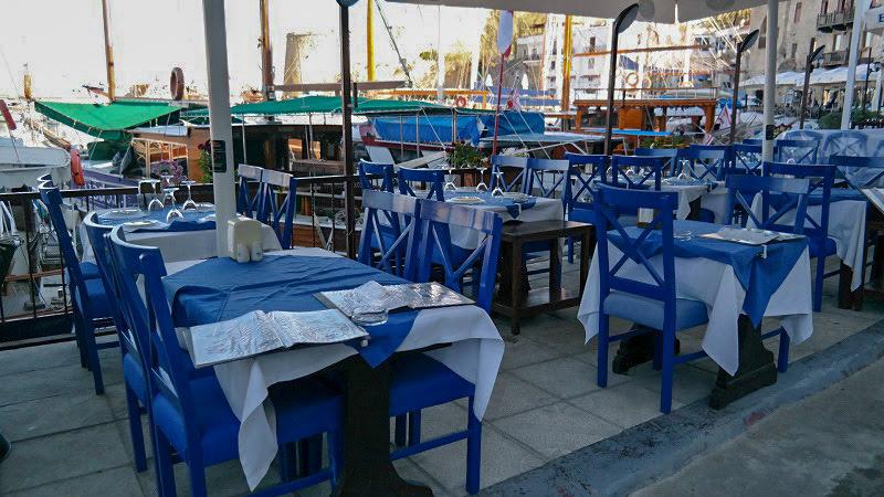 Kirynia-Cypr-północny-turecki-co-zwiedzić-i-zobaczyć-na-cyprze-zwiedzanie-cypru-blog-port-restauracje