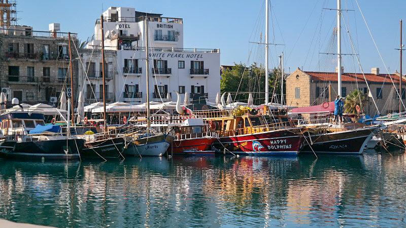 Kirynia-Cypr-północny-turecki-co-zwiedzić-i-zobaczyć-na-cyprze-zwiedzanie-cypru-blog-port statki miasto