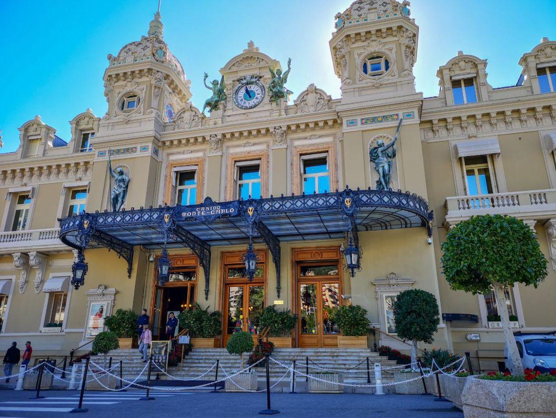 Monako co zwiedzić i zobaczyć w Monako monaco kasyno wejście budynek kasyna