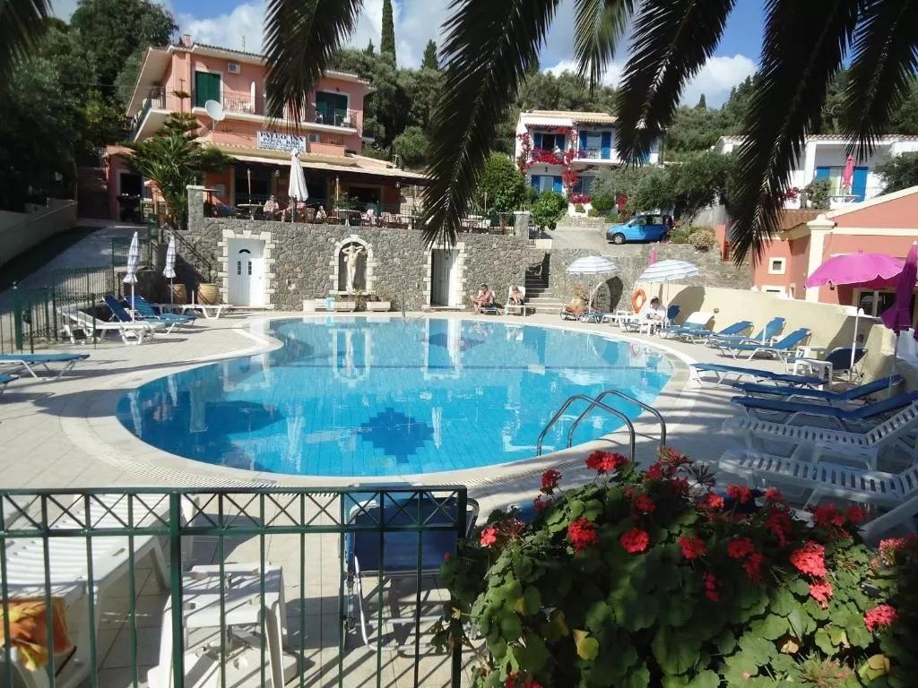 Paleo Inn Hotel korfu basen