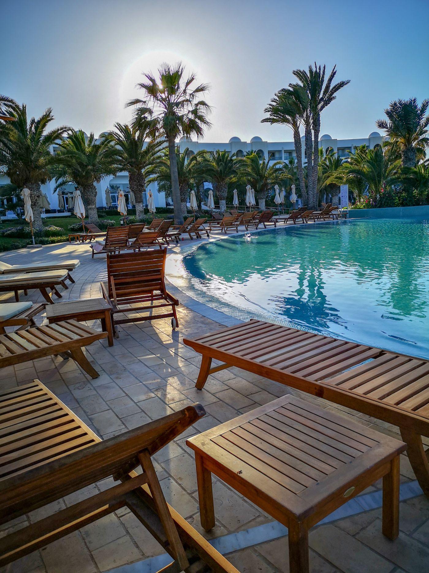 Hotel Royal Palace Djerba Tunezja basen leżaki all inclusive