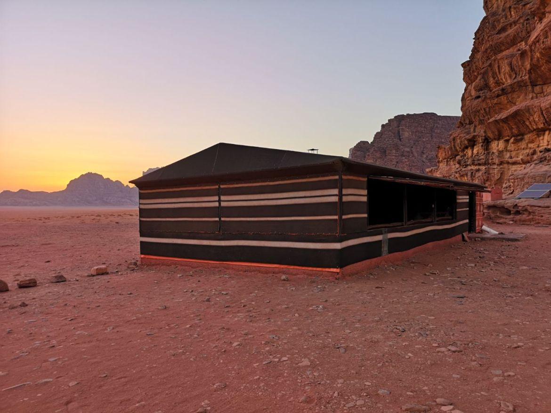 Bedouin Campsite & Tours namioty pustynia gdzie nocować jadalnia