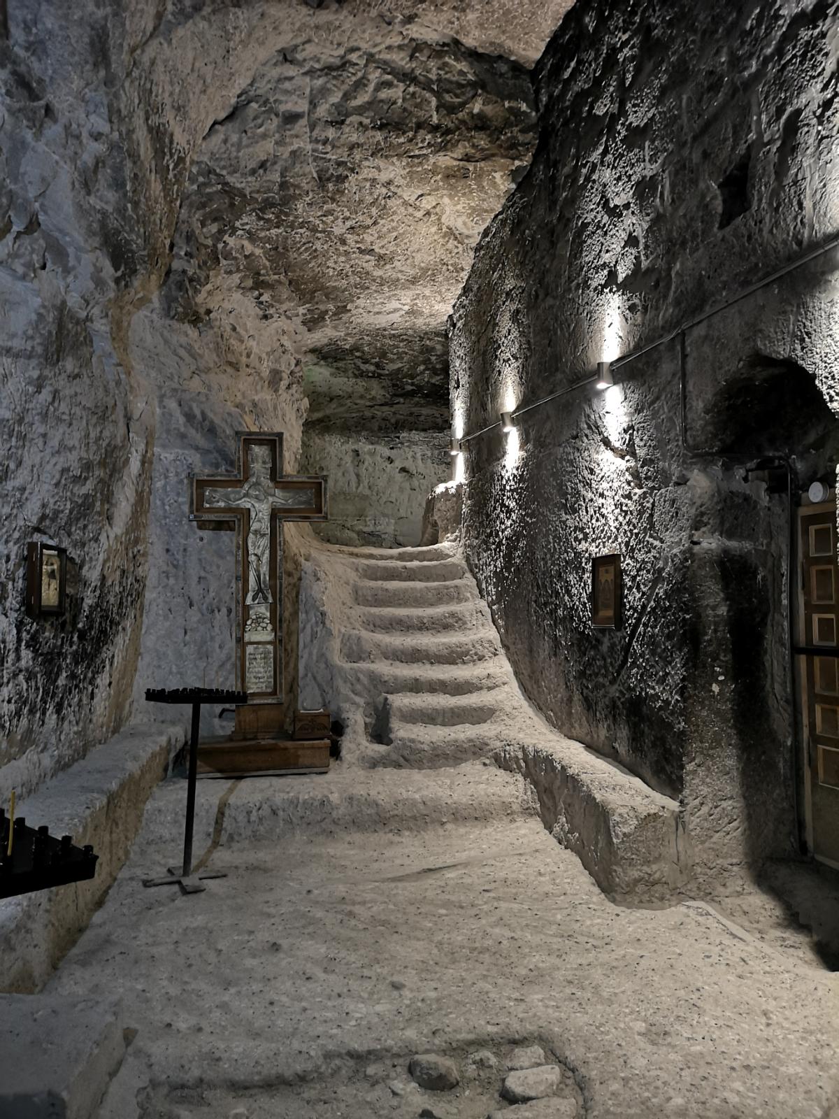 klasztor tamar klasztor wardzia vardzia gruzja skalne miasto panorama jak dojechać jaskinie georgia