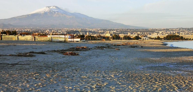 Spiaggia La playa : Plaża miejska sycylia wakacje etna