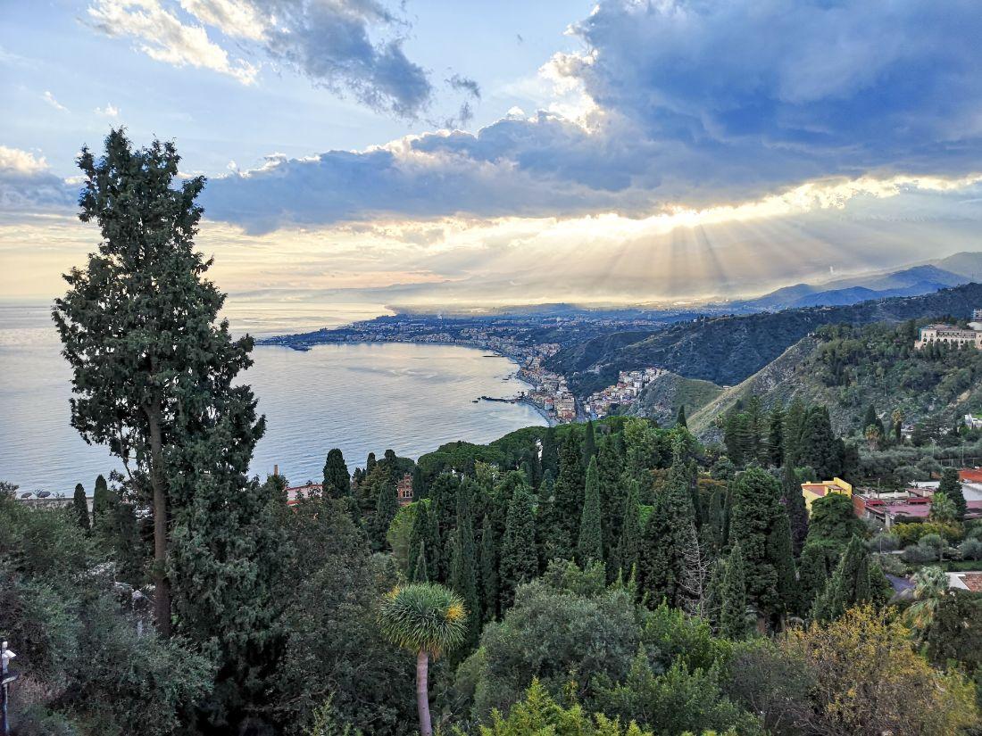 panorama taormina co zwiedzić co zobaczyć zwiedzanie taorminy widok z Teatro Antico