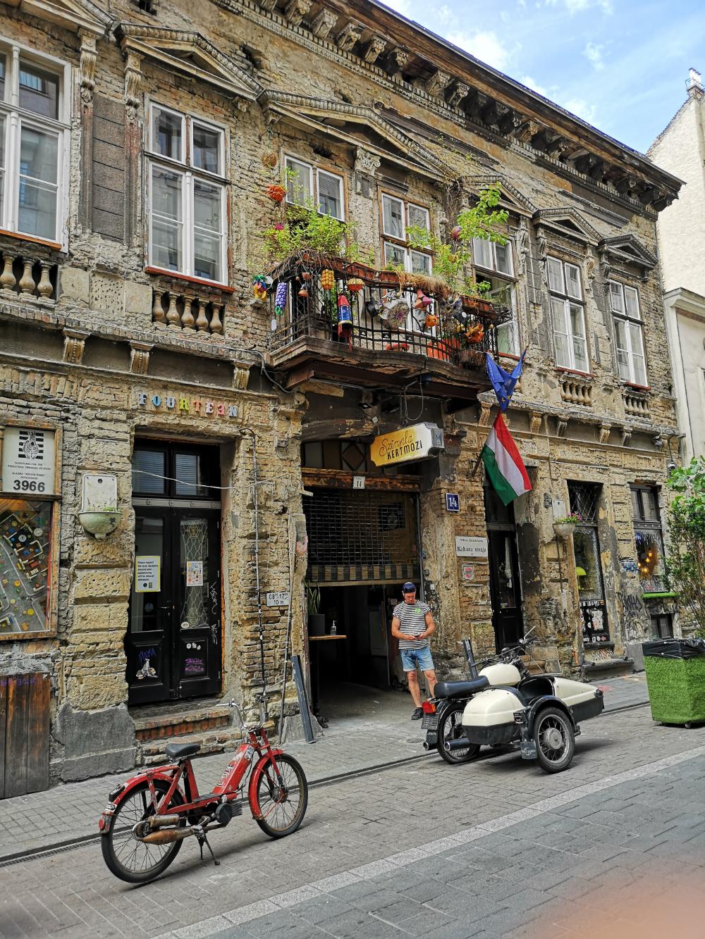 simpla budapeszt klub zwiedzanie restauracja bar