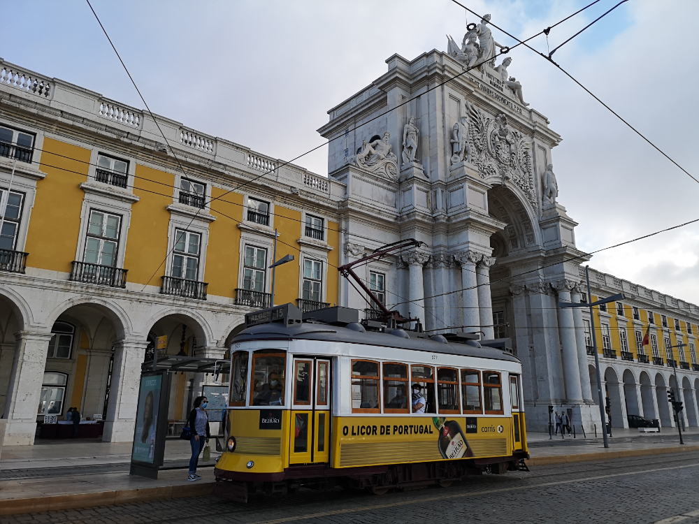 Transport miejski w Lizbonie metro z lotniska koszty ceny tramwaje co zwiedzić i zobaczyć w weekend