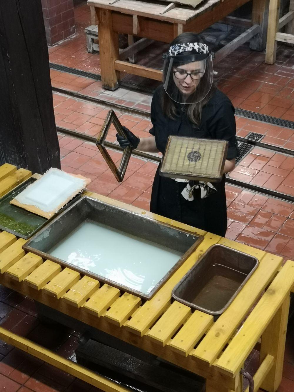 warsztaty czerpanie papieru muzeum papiernictwa duszniki zdrój dla dzieci