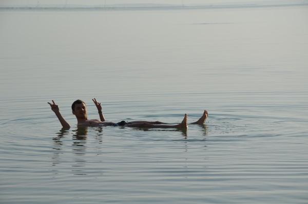 Unoszenie na wodzie Morza Martwego