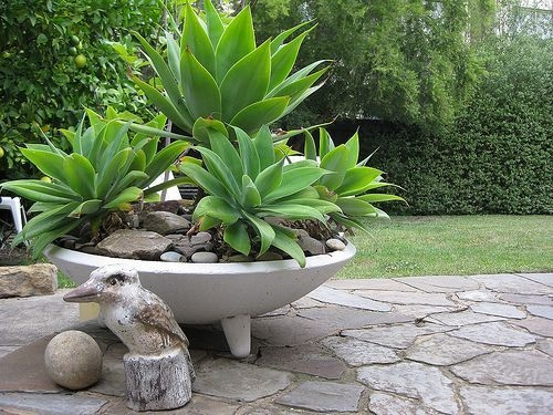 Cozy Decorative Garden Planters Design Ideas 07