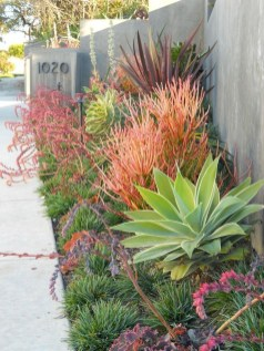 Easy And Low Maintenance Front Yard Landscaping Ideas 11