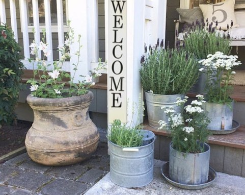 Elegant Farmhouse Garden Décor Ideas 07