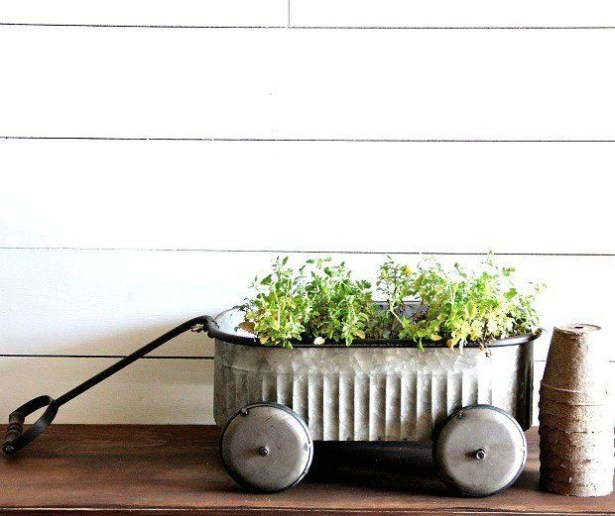 Elegant Farmhouse Garden Décor Ideas 16