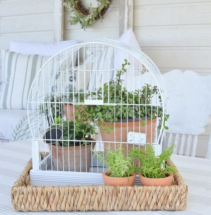 Elegant Farmhouse Garden Décor Ideas 24