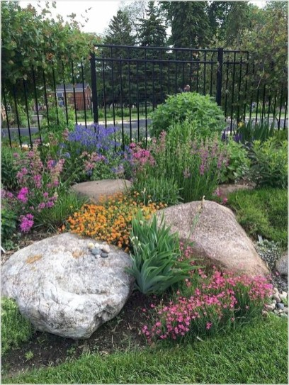 excellent back yard rock garden | 47 Simple Rock Garden Decor Ideas For Front And Back Yard ...