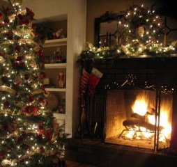 Creative Rustic Christmas Fireplace Mantel Décor Ideas 13