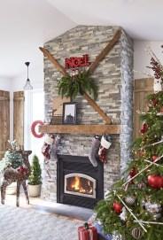 Creative Rustic Christmas Fireplace Mantel Décor Ideas 32
