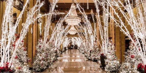 Easy Christmas Tree Decor With Lighting Ideas 12