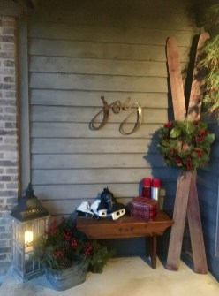 Lovely Farmhouse Christmas Porch Decor And Design Ideas 13