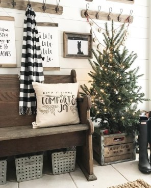 Lovely Farmhouse Christmas Porch Decor And Design Ideas 17