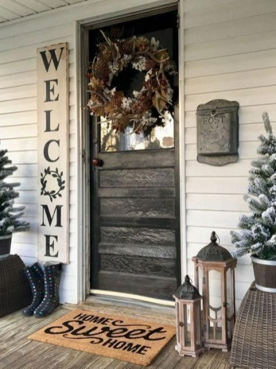 Lovely Farmhouse Christmas Porch Decor And Design Ideas 24