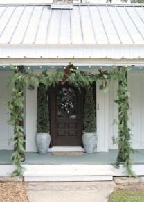 Lovely Farmhouse Christmas Porch Decor And Design Ideas 35