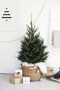 Minimalist Christmas Tree Ideas For Living Room Décor 10