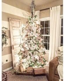 Minimalist Christmas Tree Ideas For Living Room Décor 24